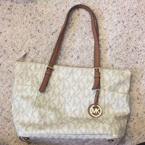 Michael Kors purse 👜🧡